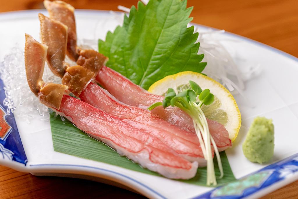 「ズワイガニの刺身…980円」ズワイガニ本来の味をお楽しみください。