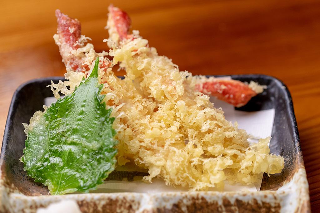 「ズワイガニの天ぷら…980円」衣はサクッと。ズワイガニの 甘みが口いっぱいに広がります。