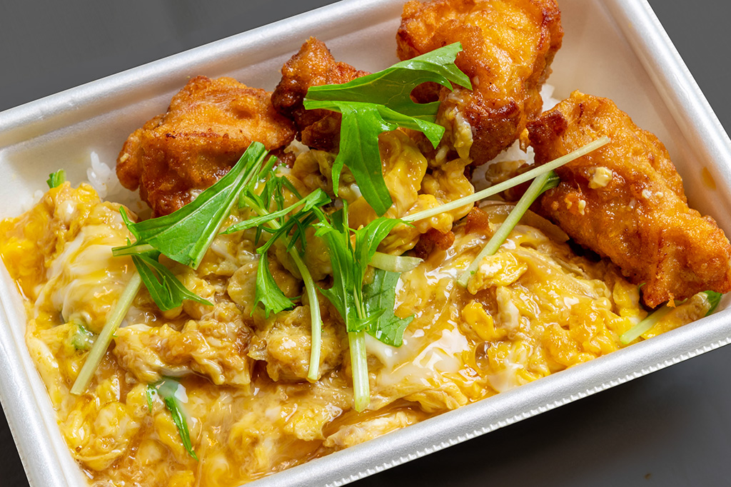だし玉からあげ丼 590円(税込) 当店自慢の黄金の出汁と京都産卵を使用。