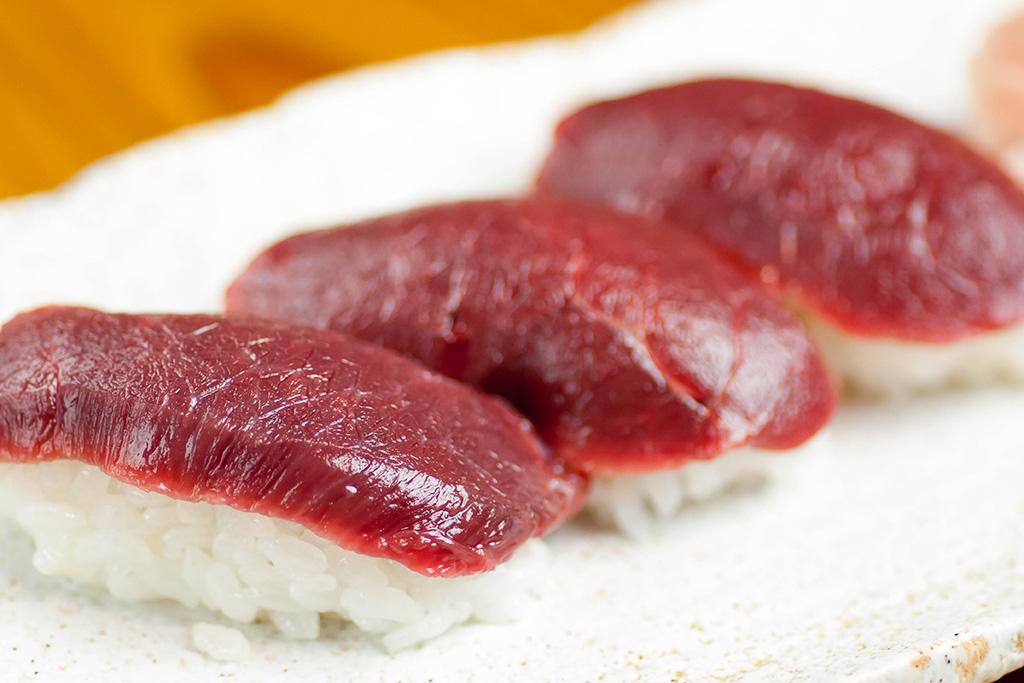 柔らか赤身の握り寿司…530円 締めの一品に召し上がれ